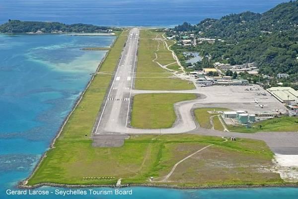 Seychellen Airport mit Start und Landebahn