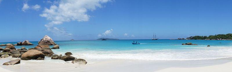 Seychellen Urlaub einsame Bucht mit Strand, Meer, Boote
