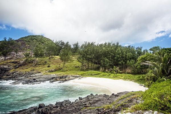 Silhouette Island Anse Cimetiere