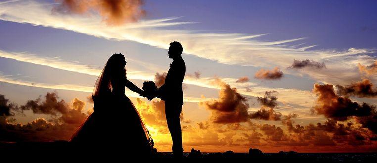 Heiraten Seychellen - Brautpaar im Sonnenuntergang